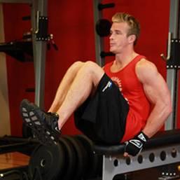 Комплекс упражнений для тренажёрного зала. Подтягивания коленей к груди.
