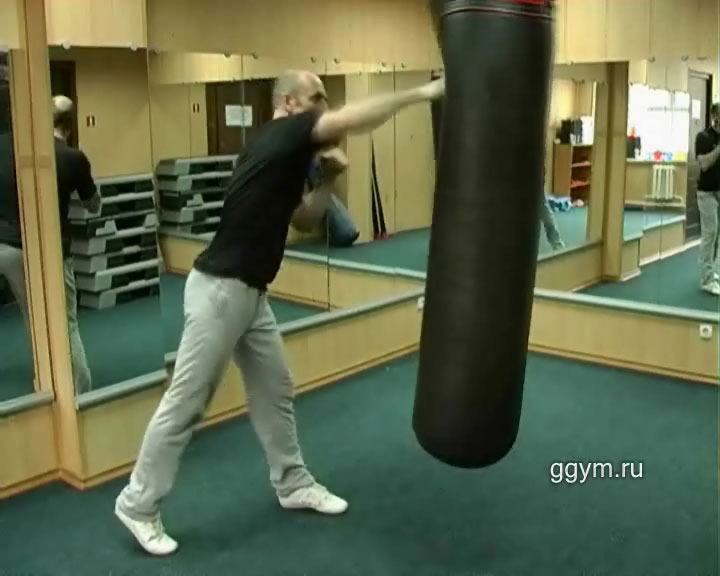 Упражнения для плоского живота. Работа с боксёрским мешком.