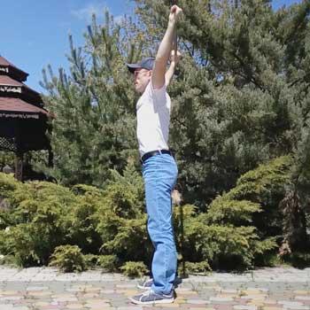 Упражнение приседания с палкой над головой