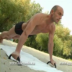 Комплекс упражнений с гантелями. Отжимания от пола.