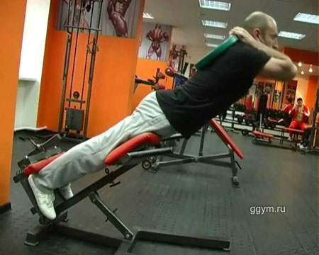 Круговая тренировка. Упражнение гиперэкстензия.