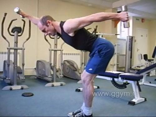 Махи гантелями вперёд-назад в наклоне для дельтовидных и трапециевидных мышц.