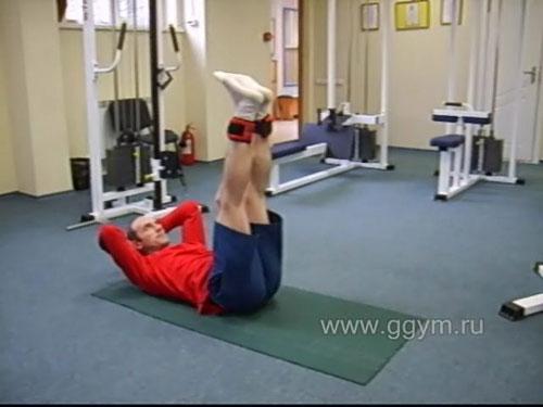 Комплекс упражнений с гантелями для начинающих. Подъёмы прямых ног лёжа.