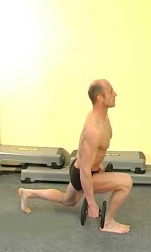 Упражнение выпады назад с гантелями в руках