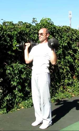 Упражнение жим гантелей стоя