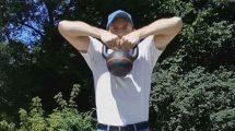 Упражнение тяга гири к подбородку (высокая тяга)