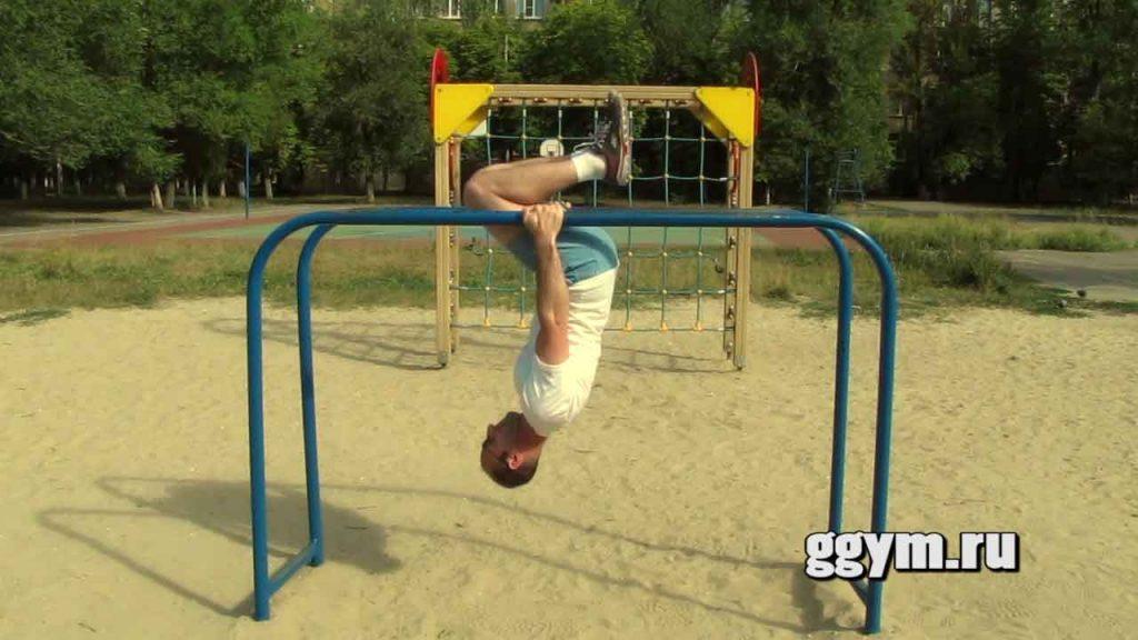 Подтягивания вверх ногами. Упражнение для трапециевидных мышц.