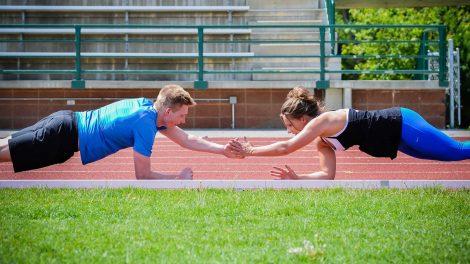 Почему заниматься фитнесом в группе эффективнее?
