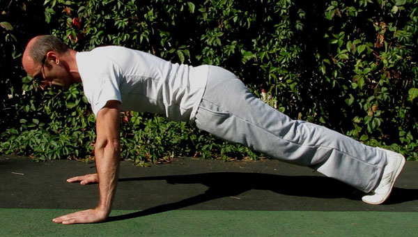 Отжимания-тест для мышц кора. Нормальное положение.