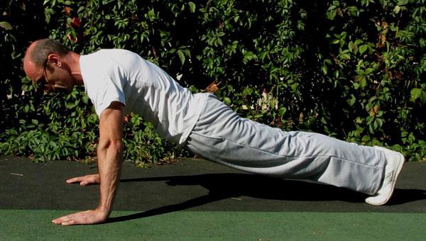 Отжимания-тест на мышцы кора. Излом тела вниз.