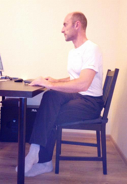 Неправильное положение при сидении на стуле