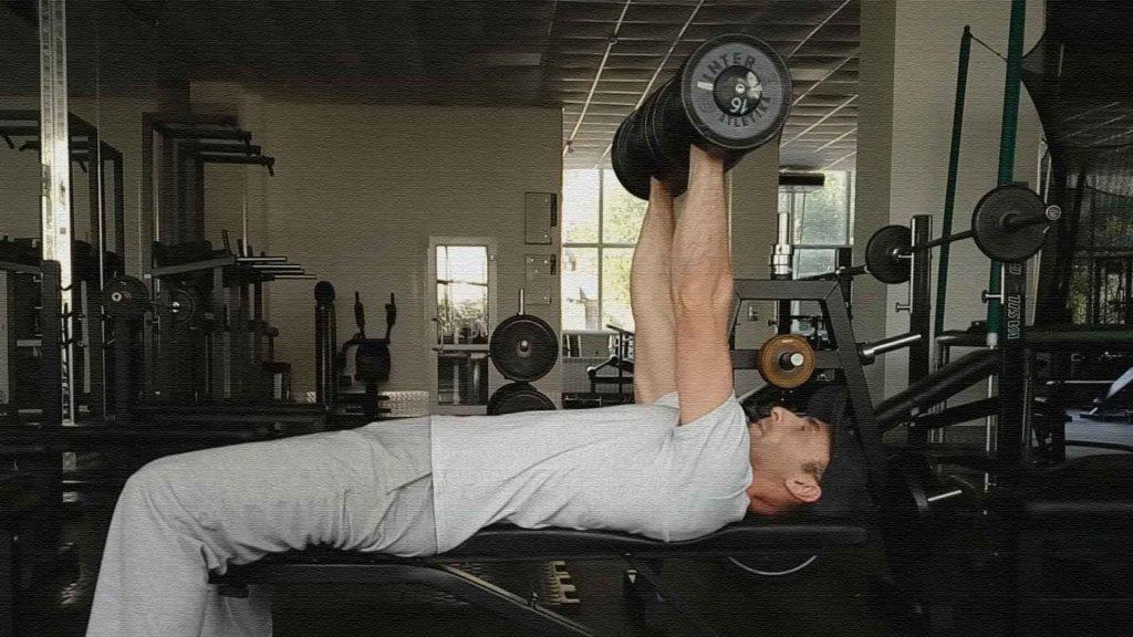 Упражнения с гантелями. Жим гантелей лежа на горизонтальной скамье