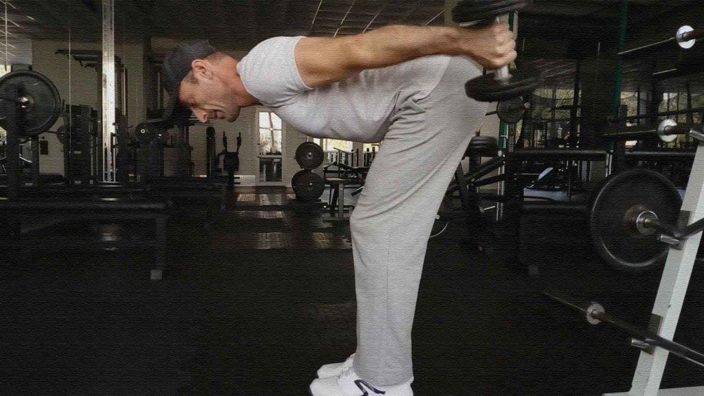 Формирующие упражнения. Разгибания рук с гантелями.
