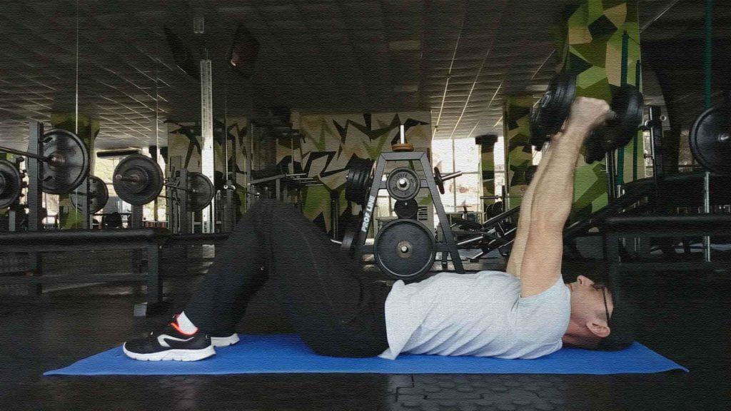 Упражнение с гантелями для трицепсов. Французский жим гантелей лежа
