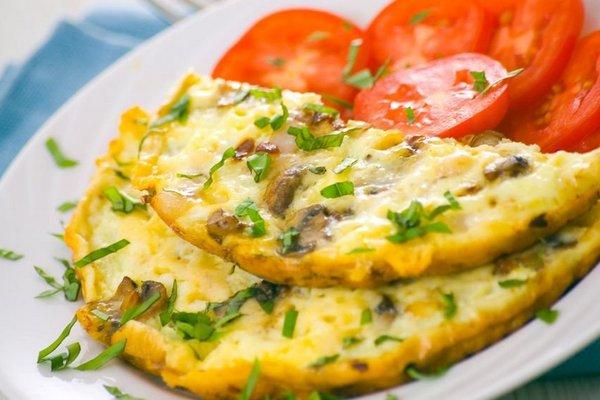 Рецепты из яиц. Омлет с грибами и сыром