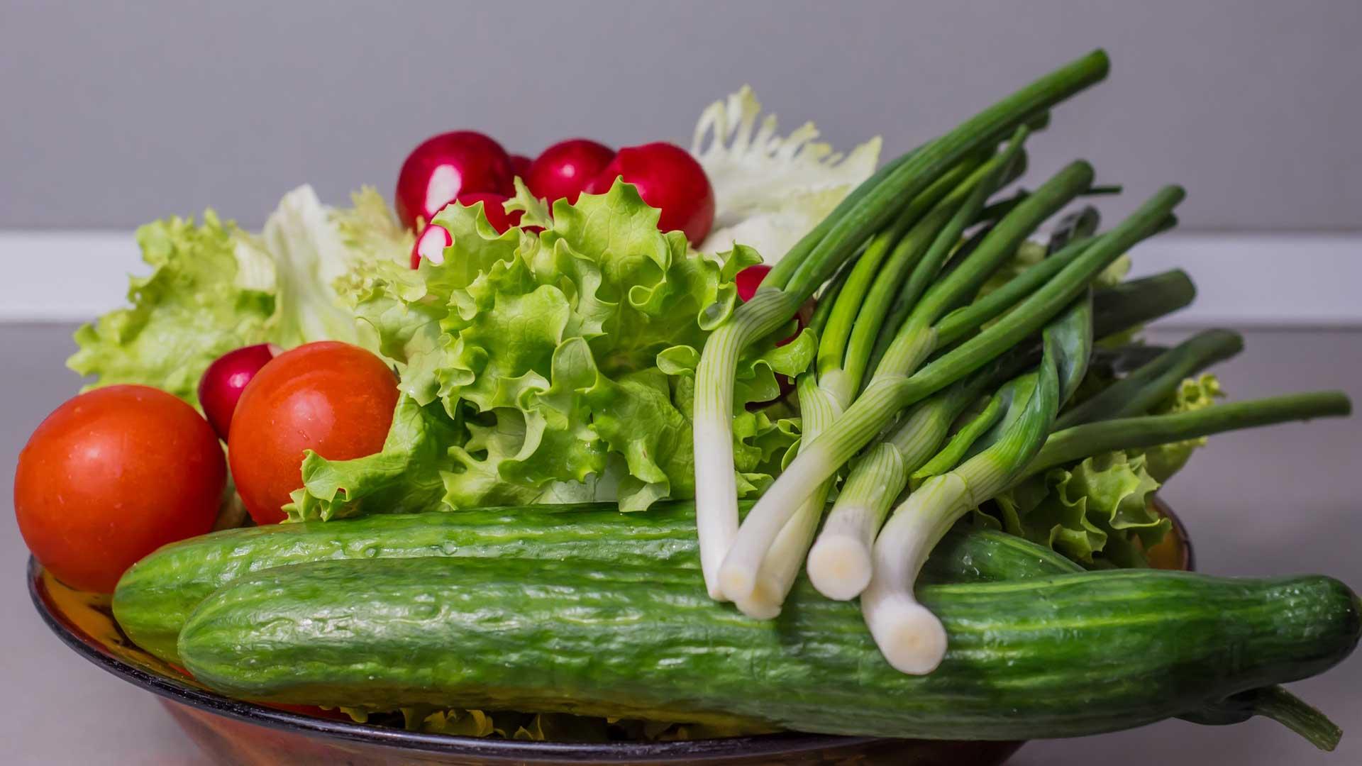 10 рецептов салатов из свежих овощей