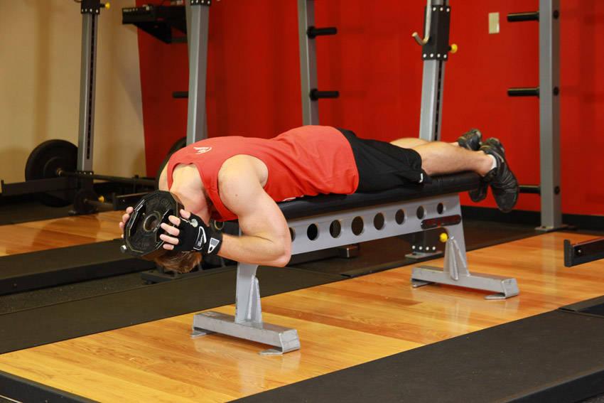 Упражнение для мышц шеи - разгибание головы лежа