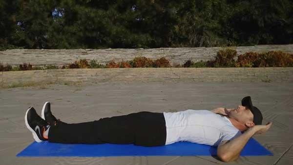 Упражнения для дома. Подъемы прямых ног лежа.