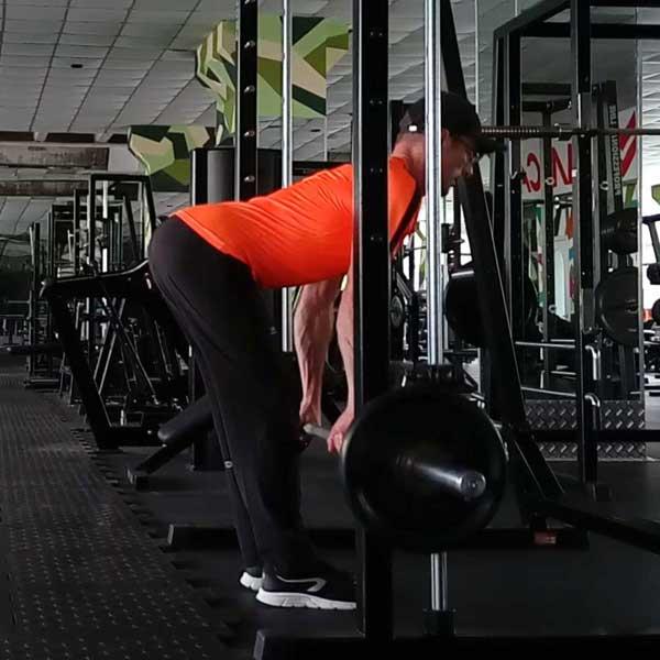 Упражнение для спины - мертвая тяга в машине Смита