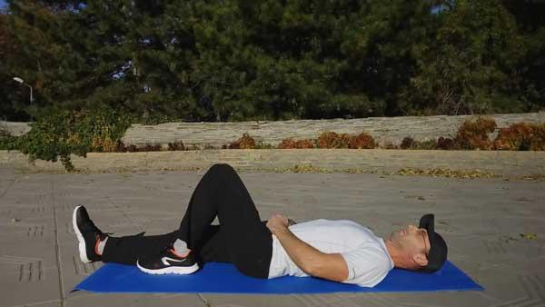 Упражнение ягодичный мостик на одной ноге