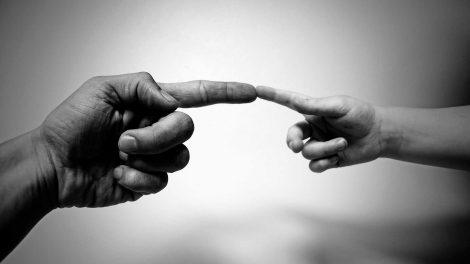 9 фраз, которых умные люди избегают в общении